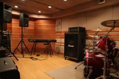 Aスタジオ(Hit Studio) 平日19時まで¥2,000/2h 平日19時以降¥3,900/2h 土日祝¥3,900/2h