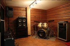 Bスタジオ(Hit Studio) 平日19時まで¥2,000/2h 平日19時以降¥3,600/2h 土日祝¥3,600/2h
